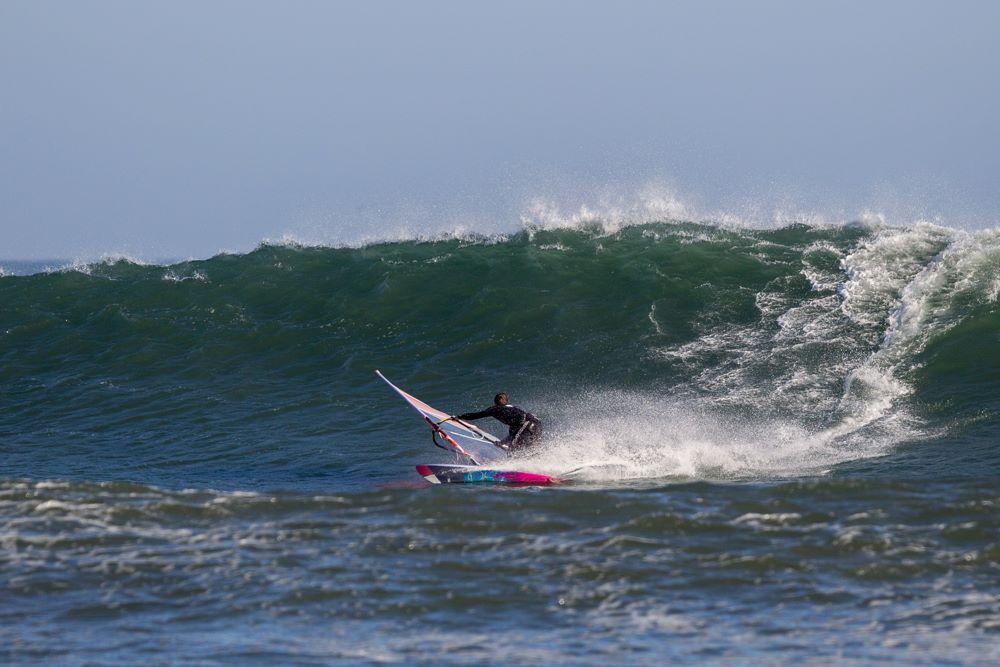 Nic-Warmuth-tearing-up-a-Punta-San-Carlos-Wave